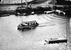 Dresser's boat leaving Riverside Park