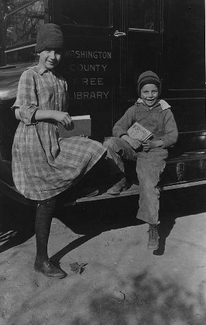 Children at bookmobile, 1923