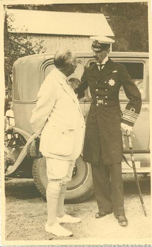 King Haakon VII honors William H. Singer, Jr.